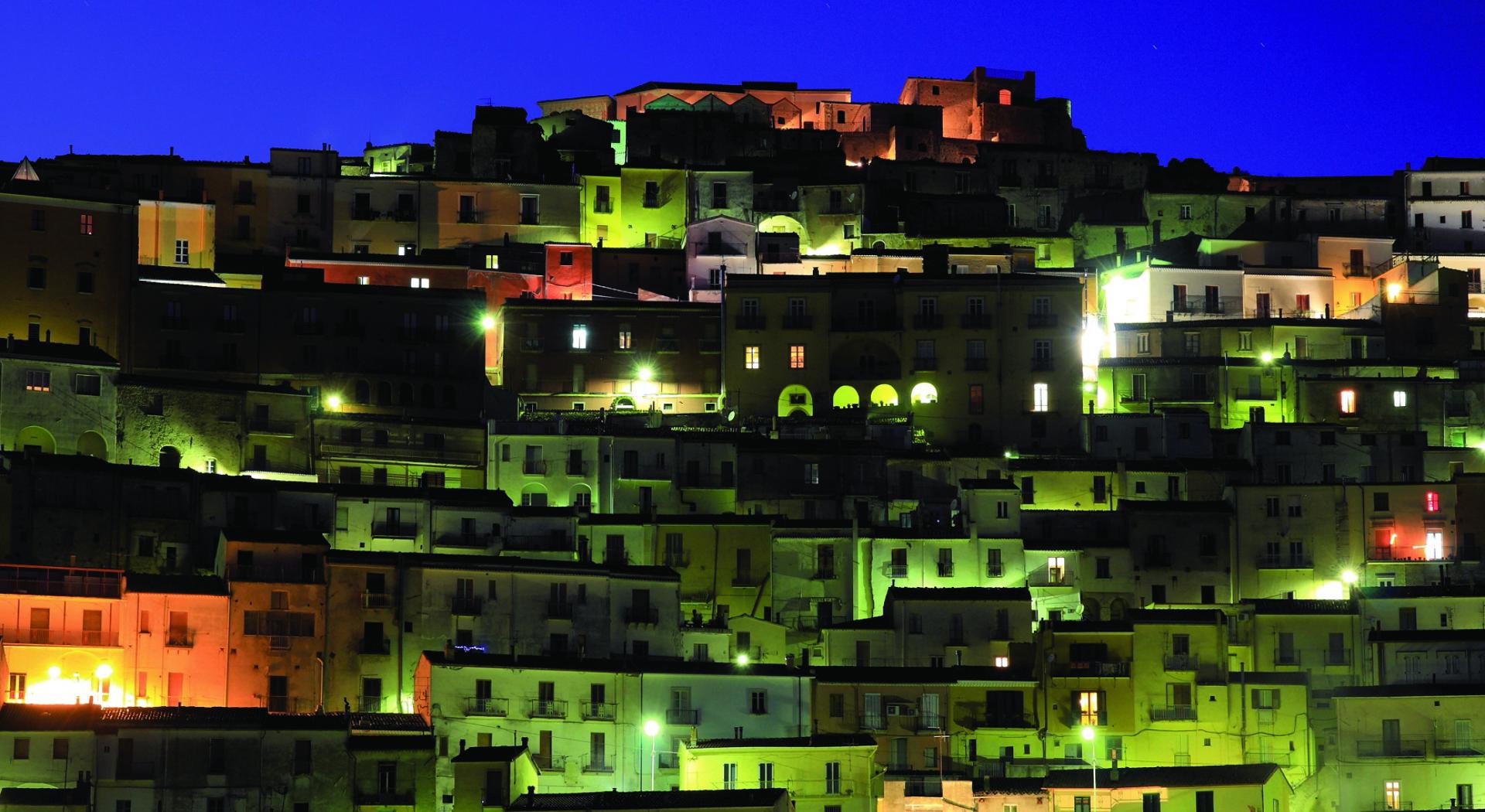 Vista notturna di Calitri